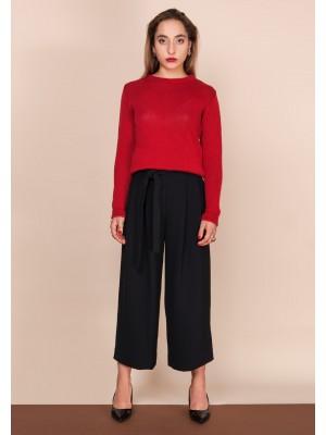 klasyczny sweter w głębokiej czerwieni