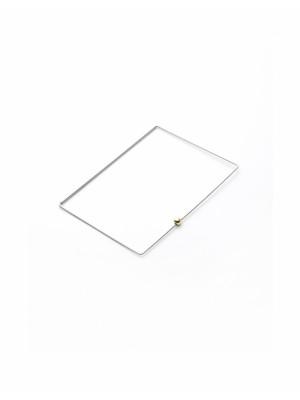 prostokątna bransoleta ze złotym detalem
