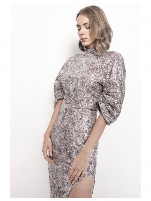 Sukienka Whitney wyszywana cekinami z odkrytymi plecami